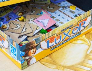 Luxor Brettspiel: Die Komponenten